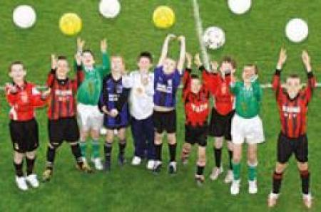 آموزش تکنیک های مدارس فوتبال(تکنیک، هوش، شخصیت و سرعت)