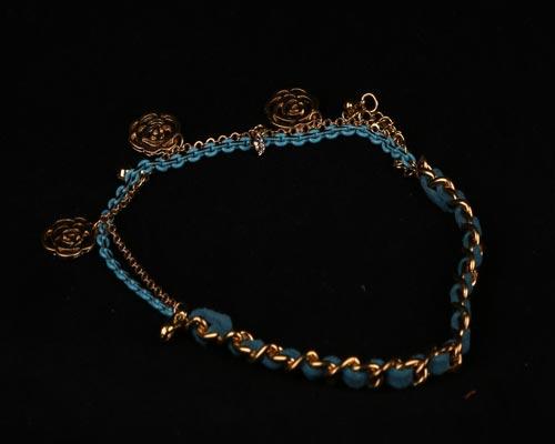 خرید اینترنتی دستبند دخترانه چرم با آویز دار بافتی (hc3)