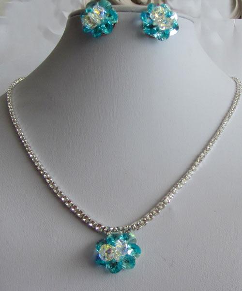 خرید نیم ست زیبا با سنگ سواروسکی فیروزه ای (HS14)