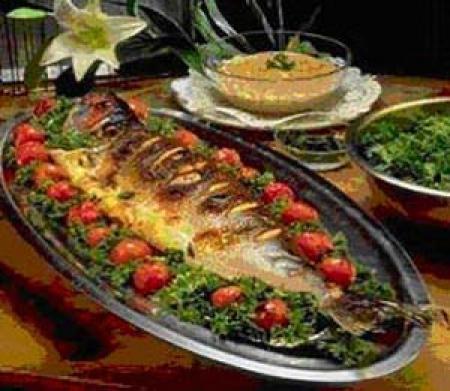 آموزش شیرینی پزی و سفره آرایی و میوه آرایی و پخت ماهی و...