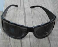 عینک H7  دارای تمام استانداردهای لازم  و  همراه با کیف دستمال و جعبه اصلی